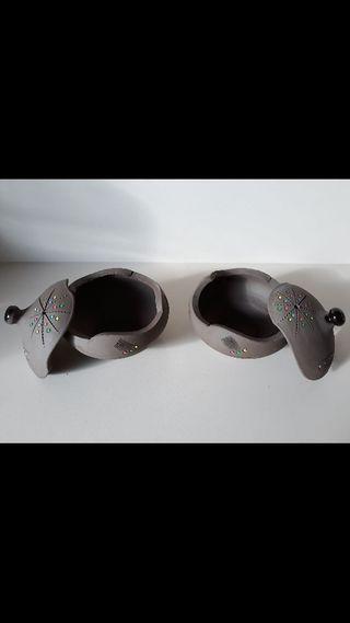 2 botes / azucareras de cerámica
