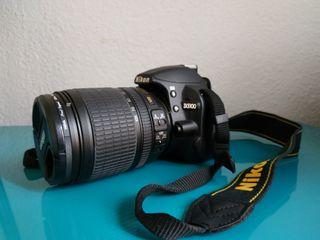 Cámara Nikon D3100 + objetivo + accesorios