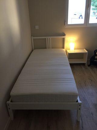 Cama de 90x200 y mesita blancas