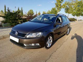Volkswagen Passat 1.6 TDI * Navegador * Clima