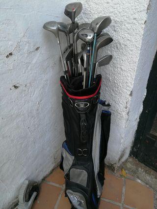 palos y bolsa de golf
