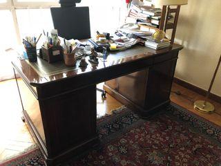 Mesa despacho en roble y dos sillas a juego