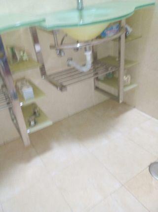 lavabos , espejos y grifos
