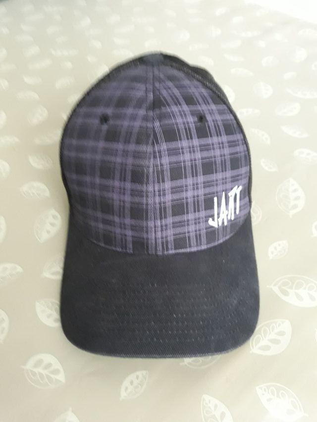 3 gorras y un gorro de lana con visera de segunda mano por 10 € en ... 6ac6f4c852f