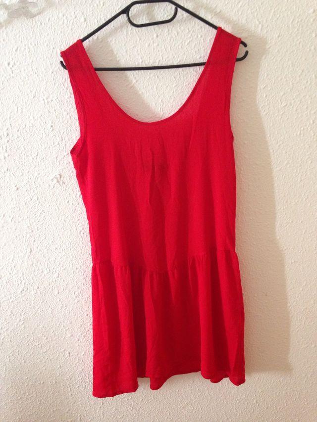 Vestido rojo espalda desnuda