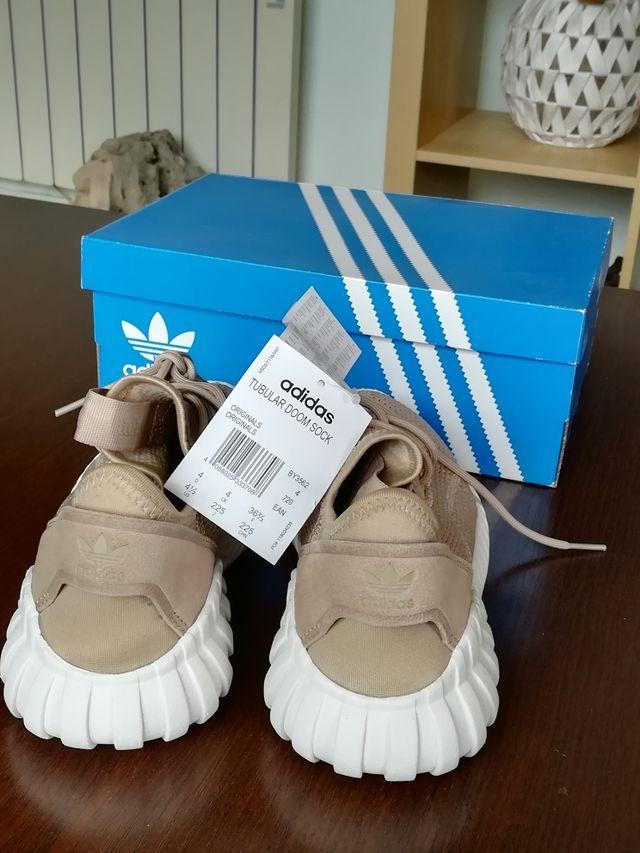 zapatillas deportivas nuevas Adidas chica