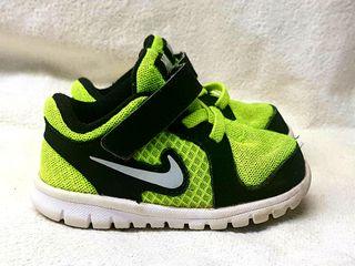 Zapatillas de marca para bebé y niño de segunda mano por 15