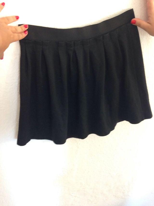 Falda corta negra Zara Talla 40