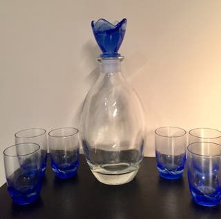 Botella decorativa y 6 vasitos