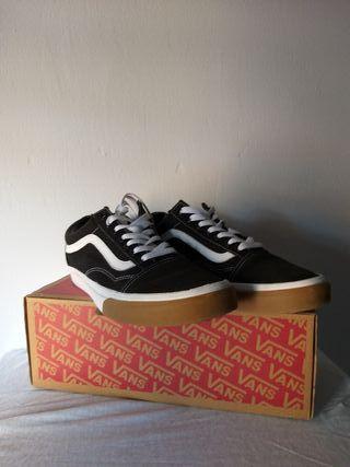0c0c57a576 Zapatillas Vans negras de segunda mano en Alicante en WALLAPOP