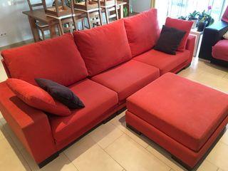 Sofa de 3 plazas con puff