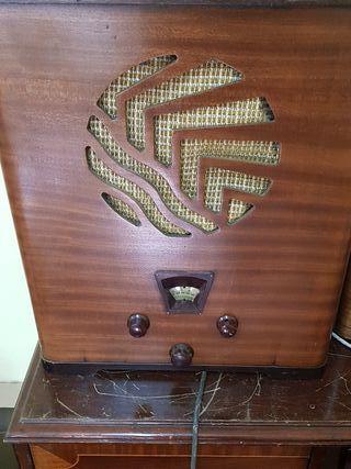 Radio antigua Radiola 425