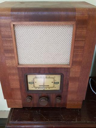 Radio antigua a valvulas