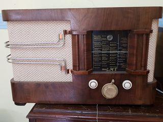 Radio antigua lmt con valvulas