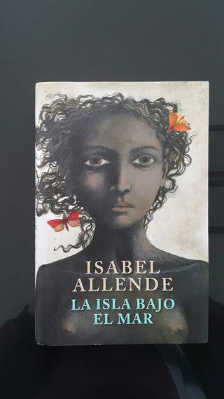 Libro LA ISLA BAJO EL MAR. Autora: Isabel Allende.