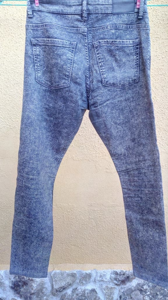 comprar online f0ebd 68093 Pantalon vaquero negro jaspeando de pull and bear de segunda ...