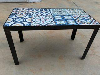 Preciosa mesa hierro