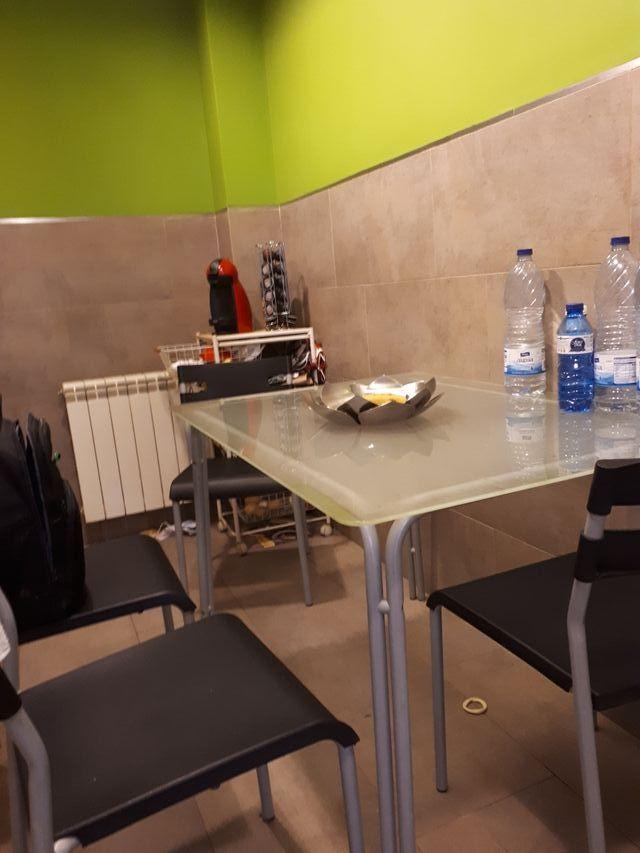 Mesa cocina cristal, Ikea de segunda mano por 50 € en Sant Vicenç de ...