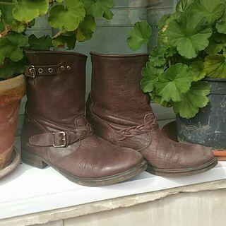 botas cuero marrón, moteras hakei 37