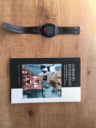 Reloj pulsometro Polar y libro