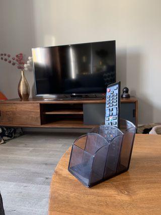 Contenedor de mandos a distancia