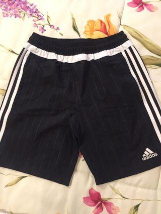 Pantalón corto ADIDAS, talla 11-12. IMPECABLE