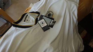 varias camisetas auténticas de fútbol... NUEVAS!