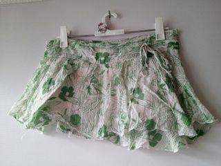 Falda blanca flores. TM. P&B