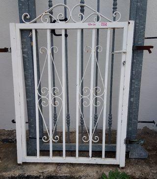 Puerta jardín.