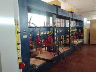 Prensa hidráulica Verdú con 2 puestos de trabajo