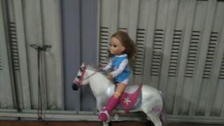 Nancy en su caballo