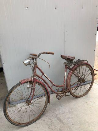 Bicicleta con frenos de varilla