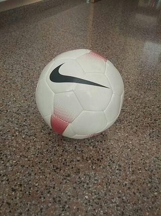 Balón fútbol de segunda mano por 15 € en Valencia en WALLAPOP
