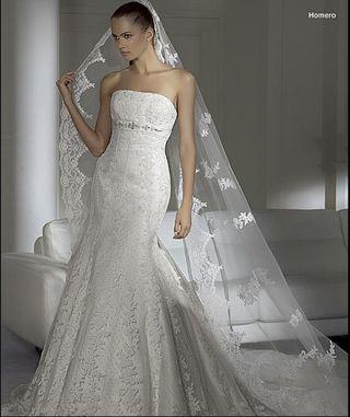 Homero con el vestido de novia