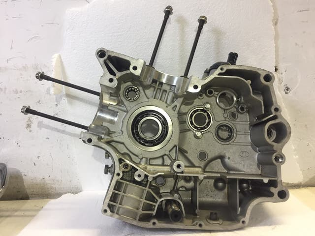 Cárter motor derecho ducati 696.