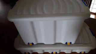 Caja bajo cama