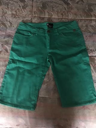 Pantalón corto DC.