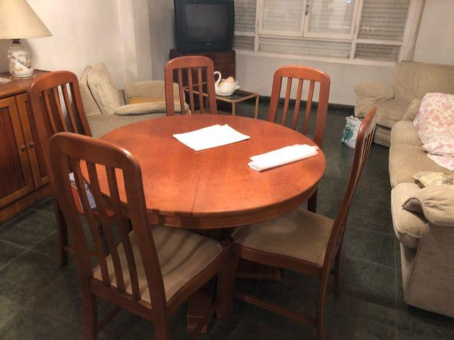 Mesa comedor redonda extensible y 5 sillas de segunda mano por 90 ...
