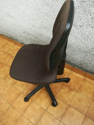 Vendo silla para oficina o para escritorio de segunda mano por 15 en tra a matiena en wallapop - Escritorio oficina segunda mano ...