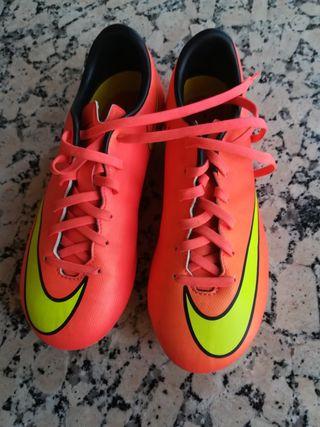 Botas de fútbol con tacos Nike