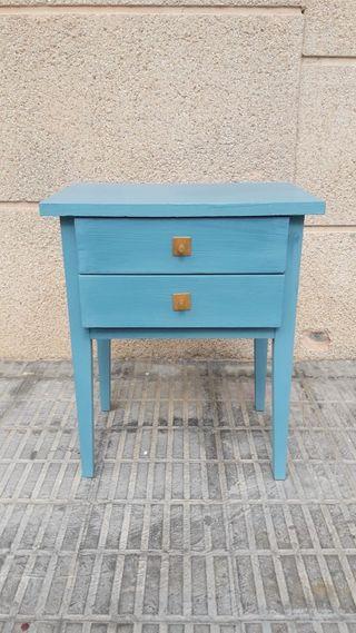 mesita antigua restaurada azul