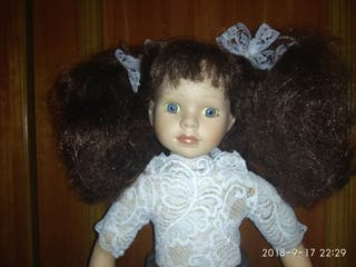 muñeca porcelana vestida.
