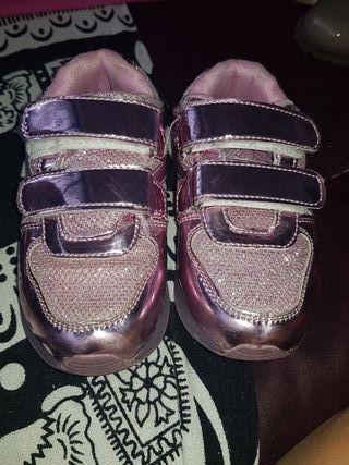 zapatillas con luz y de andar x casa numero 25