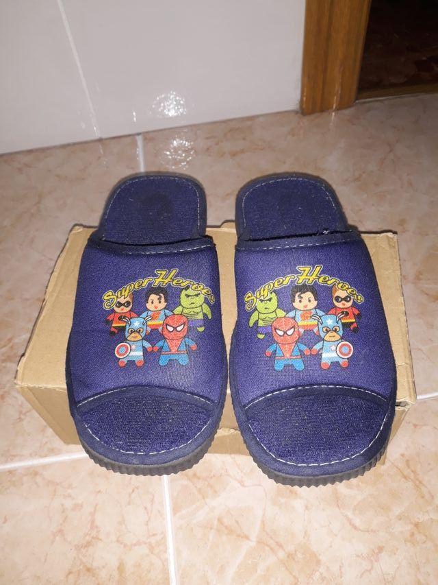 comprar baratas bbdfe 630f6 Zapatillas de ir por casa niño de segunda mano por 3 € en ...