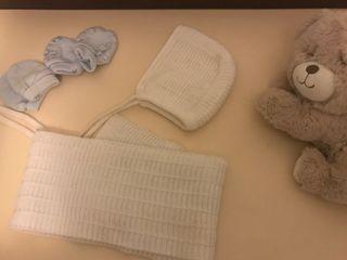 Lote bebé capota y bufanda blanca
