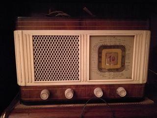 Radio antigua de sobremesa