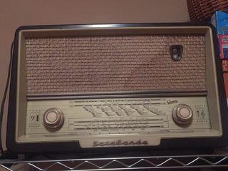 Radio antigua de baquelita