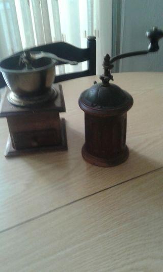 2 molinillos antiguos 50€