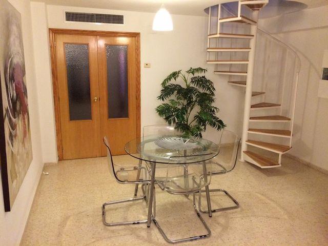 Conjunto comedor mesa de cristal Ikea y sillas de segunda mano por ...