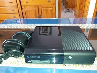xbox 360 con mandos y juegos